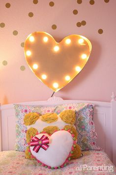 DIY heart marquee - my daughter NEEDS this over her bed <3