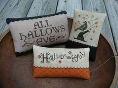 free cross stitch pattern for Halloween.  Must start this in the summer so it will be ready in time!!