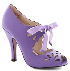 Lavender heels with sweet bow and cutouts http://rstyle.me/n/da2yznyg6