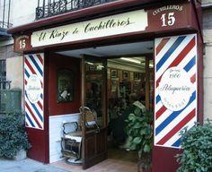 Peluquería El Kinze de Cuchilleros, la barbería más antigua de Madrid - España