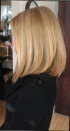 Blonde hair / Mid length hair / long bob / straight hair / blonde bob / balayage highlights / lob  / women's hair cut / long layers