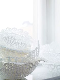 ❥ stiffened doilies turned into bowls, maybe candle holders?