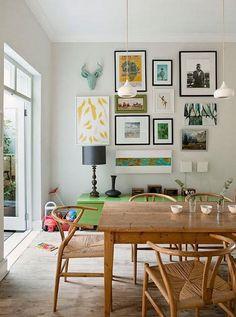 Paredes llenas de cuadros: mezcla posters, fotografías, dibujos y objetos!