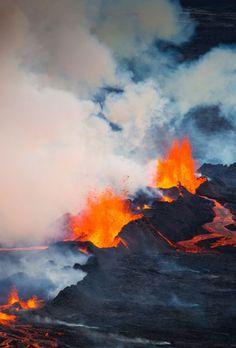 Volcanic eruption in Holuhraun, N of Vatnajökull glacier in Iceland Sept/2014. Stórfenglegt eldgos - Myndasyrpa frá Holuhrauni