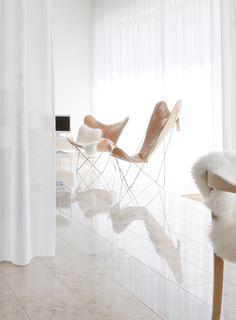 Est-Magazine-Portrait-Butterfly-Chair