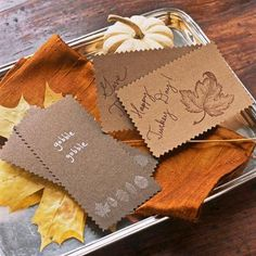 Thanksgiving card tray. How-to: http://www.midwestliving.com/holidays/thanksgiving/easy-ideas-for-thanksgiving-decorating/?page=25,0