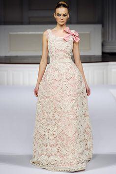 Oscar de la Renta  #fashion #runway #designer #clothing