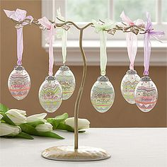 These Crackle Glass Eggs are GORGEOUS and would make a beautiful Easter Centerpiece. Make one for each family member and save for year after year. #Easter #centerpiece