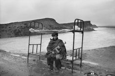 bunk beds, afghanistan, parti led, monochrom photographi, bw photographi, abba attar, magnum photograph, the road, roads