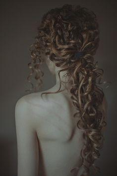 curly hairstyles, self portraits, death, curls, laura makabresku, girl hairstyles, beauti, lauramakabresku, cur hair