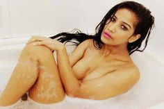 Poonam Pandey takes the ice bucket challenge http://toi.in/4pea1Z