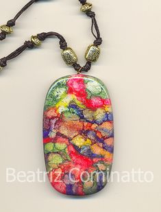 No tutorial but pretty sure I know what this is. Alcohol inks dripped onto silver leaf on polymer clay then baked and a resin coating added to seal.  Silver leaf enhances the ink's colors, where gold leaf will mute or change the color.  Metalização tingida aplicada na cerâmica plástica by Beatriz Cominatto, via Flickr
