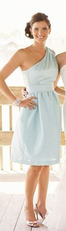 Oh my goodness.. how adorable is this bridesmaid dress?? Love! | Weddington Way