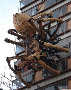 One of the 12-meter (40-ft) tall, 37-ton mechanical spiders was observed in the red brick warehouse area of Yokohama.A pair of giant robotic spiders designed and built by French performance art group La Machine have come to Yokohama to take part in the upcoming Expo Y150, a 5-month festival commemorating the 150th anniversary of the opening of the city's port.