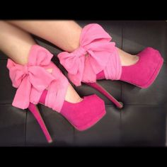 pink chiffon heel condoms - these slip on any pair of stilettos to dress them up. so clever! fashion, color, dress, heel, pink ribbons, pump, bow, pink shoes, walk