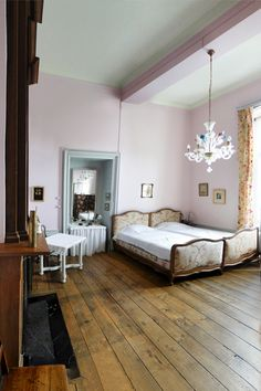 Pink bedroom at the Chateau de Waleffe in Belgium. An awesome Bed and Breakfast.