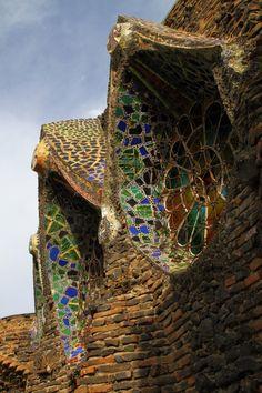 Arquitecto: Antoni Gaudí  Ubicación: Colonia Güell, Carrer Claudi Güell, 6, 08690 Santa Coloma de Cervelló, Barcelona, Spain  Año Proyecto: 1915  Referencias: el baix llobregat  Fotografías: Samuel Ludwig, Usuario de Flickr: xn44