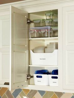 Hello organized kitchen cupboard!! Declutter Your Plastic Container Collection