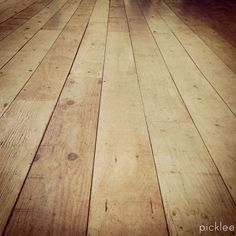Farmhouse wide plank floor tutorial, done using PLYWOOD!