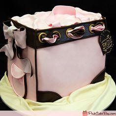 Bridal Shower Gift Bag - Made of cake!  waaaay cool!