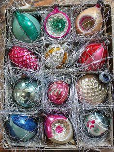 Vintage Ornaments decor style, vintage christmas, vintag christma, christma decor, vintag ornament, vintage ornaments, christmas ornaments