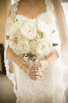 gorgeous bouquet http://www.weddingchicks.com/2013/12/16/classy-and-elegant/