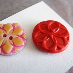 DIY tutorial how to make buttons.