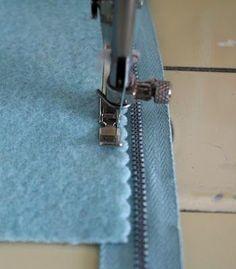 scallop edge wool felt - zipper purse tutorial