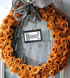 How to make a Felt Flower Wreath. Simple Halloween Craft Idea! LivingLocurto.com