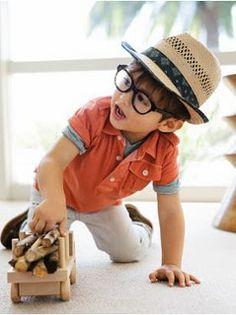 boys in glasses <3