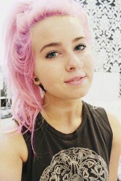 Pink pastel hair. I want to be you.