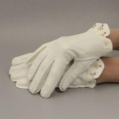Off White Vintage Gloves w  Beading Scalloped Sz 7 Wrist Length.