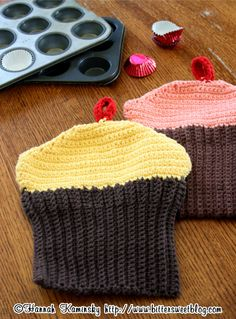 Crocheted Cupcake Potholders would be the perfect gift for any baker (Bitter Sweet)