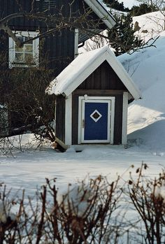 Brännö and a mini stuga in the snow