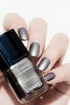 Chanel Le Vernis Sweet Star - in the sun: http://sonailicious.com/chanel-sweet-star-nail-polish-review-swatches/