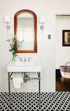 Black White Tiled Floor Bath/Remodelista
