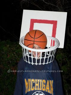 Coolest Last-Minute Basketball and Net Costume... This website is the Pinterest of costumes!!