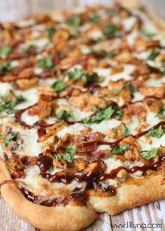 Barbecue Chicken Pizza - so easy and delicious! { lilluna.com }