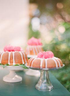 pretty cakes for a garden wedding