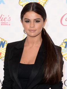 Get Selena Gomez's sleek pony tail from the Teen Choice Awards with the Harry Josh Pro Tools dryer!- Latin Trends
