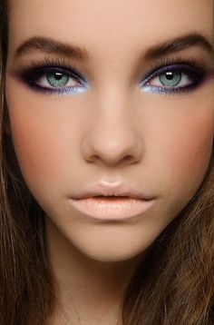 Love this makeup look, neutral matte lip, peach blush & smoky eye with shimmery blue innter highlighter. Wish i had green eyes!!!