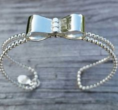 An adorable bow ring made by Jac Jewels on Etsy!