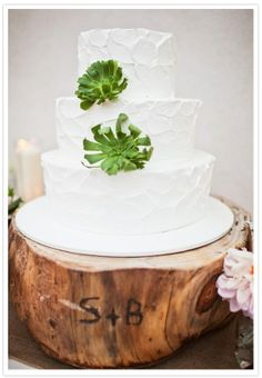 Love the base for this cake!  #wedding-ideas