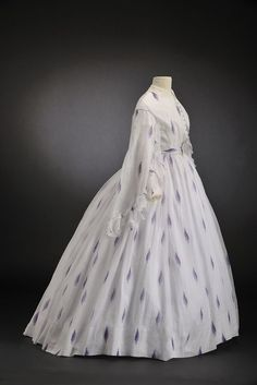 Day dress with lilac print, 1860. ModeMuseum Hasselt