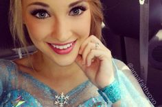 Meet the teenage model who looks just like Elsa from Frozen!