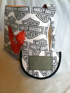Concealed Carry Black and White Embroidered Med/Large Purse