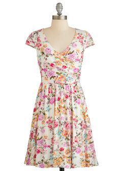Have you ever seen a floral print dress more perfect for Summer?