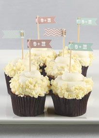 Sweetly display your first name initials on these charming pennant picks. Style DB1034 #davidsbridal #weddings #cupcakes