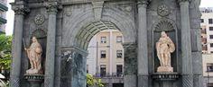 Puerta del Hospital Real, Plaza de los Reyes