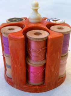 Della's bakelite thread holder and thread on wooden spools...now mine